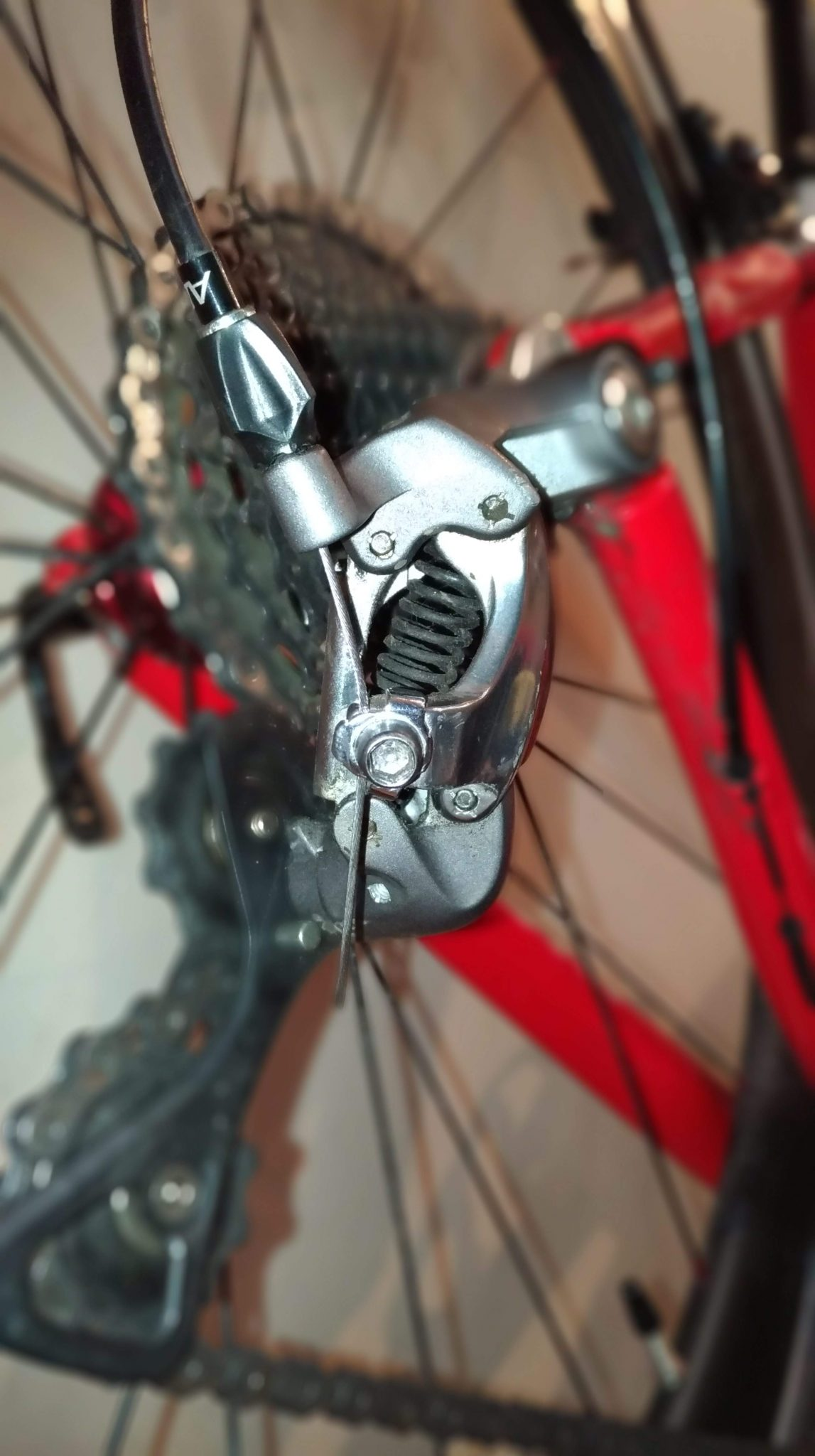 Adjusting Rear Derailleur - Anchor Cable Bolt